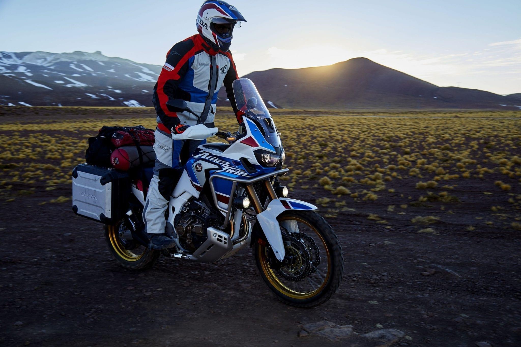 Honda Africa Twin Adventure Sports sur une piste caillouteuse pendant un raid moto Askja en Islande, juillet 2021
